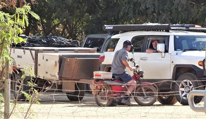 Diesmal mit Platzeinweiser auf einer alten Honda.....