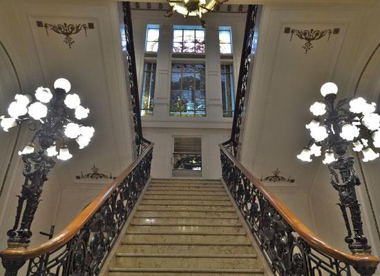 Das imposante Treppenhaus......