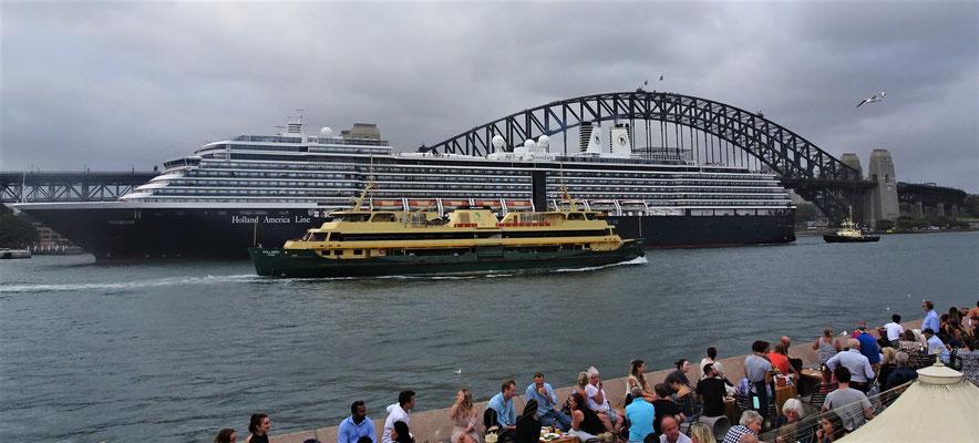 Ein Kreuzfahrtschiff...
