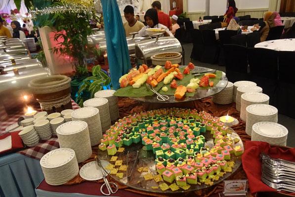 ...und das Buffet für 500 Gäste.