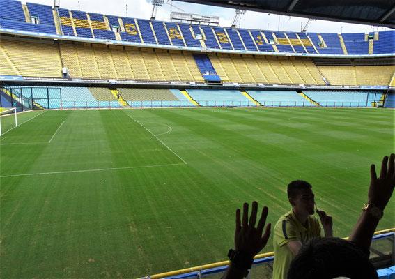 Dieses Stadion fasst.....