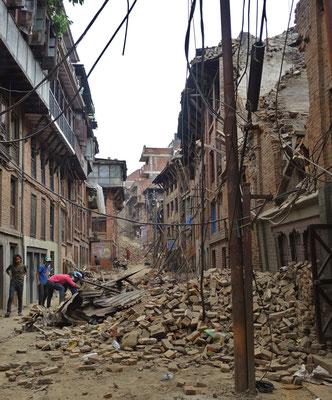 ...zerstörte Stadt.