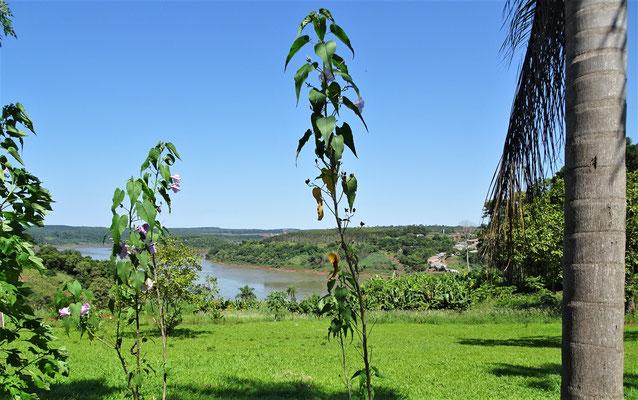 Der Blick über den Grenzfluss nach Paraguay.