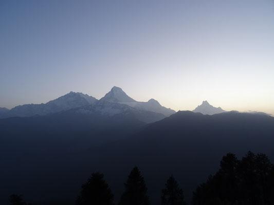 ...und bewundern die Bergwelt...