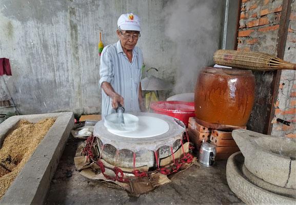 Hier wird Reismehl gekocht......