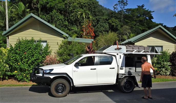 Das sauber geputze Fahrzeug vor dem Cabin im BIG4 in Cairns.