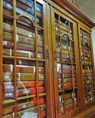 Die Bibliothek mit den Palmblätterbücher.