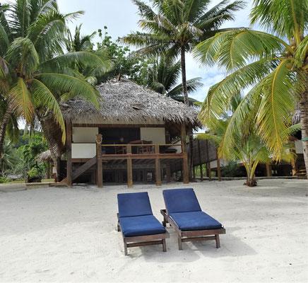 .....unserer Villa direkt am Strand....