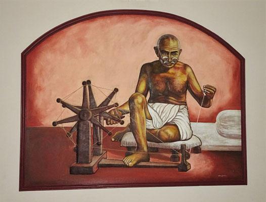 Das plastische Wandbild von Gandhi das....