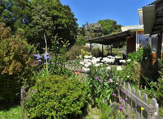 ......mit schönem Garten.