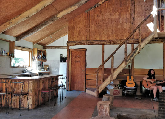 Der Aufenthaltsraum mit Küche.....