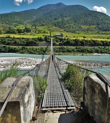 ..Hängebrücke in Bhutan.