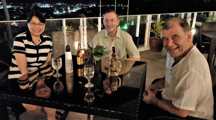Abendessen im Oriental Hotel.