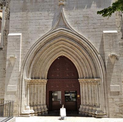 Die Ruine der Carmo Kirche.....
