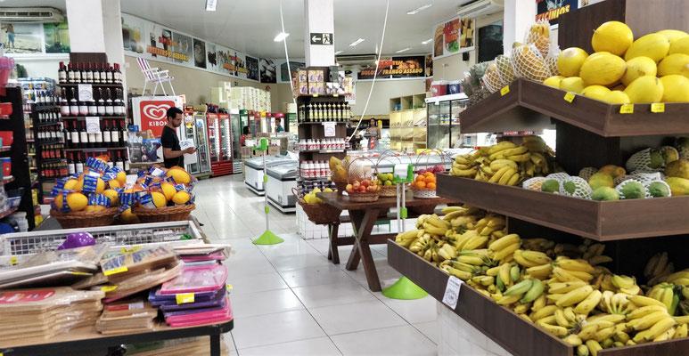 Die Supermärkte sind noch gut gefüllt.....