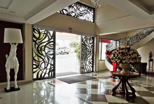 ......mit der Eingangshalle in Riobamba.