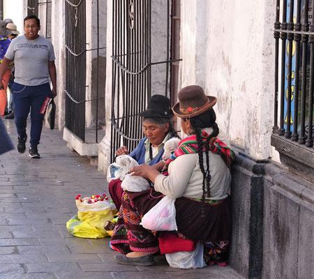 Strassenverkäuferinnen