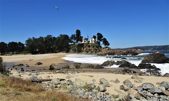 Der kleine Sandstrand mit der süsswasser Bucht.