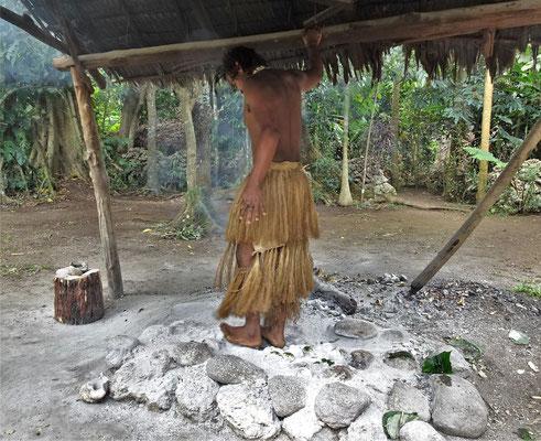 Er läuft über heisse Steine die zum Kochen verwendet werdn.