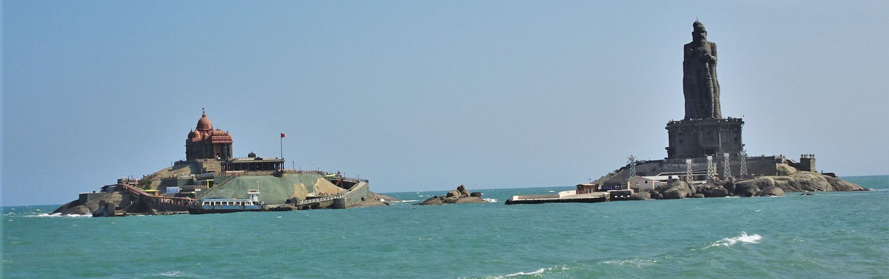 ....Vivekananda Rock Memorial rechts...