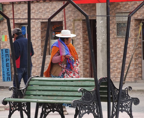 Die traditionelle Kleidung der Frau.