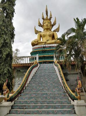 Der Dorftempel mit dem grossen Buddha.