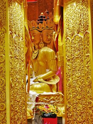 ...zentralen Buddha Statue...