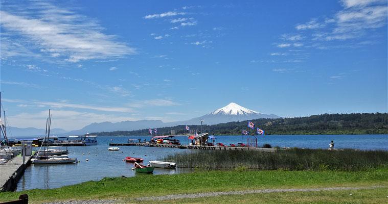 Der See und der Vulkan Villarrica.