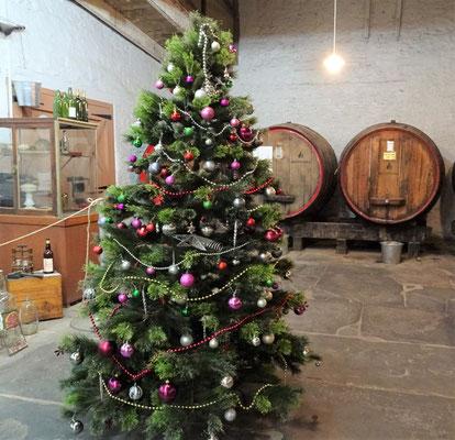 Der Weihnachtsbaum im kleinen Museum.