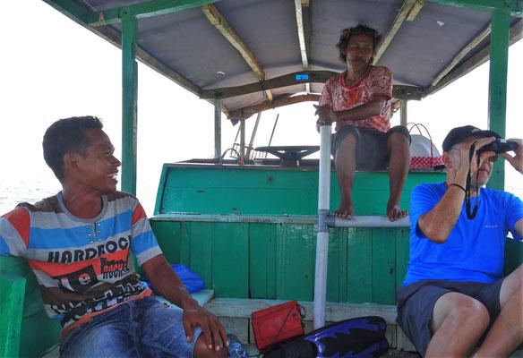 Der Kapitän bedient die Wasserpumpe und Ugo entdeckt....