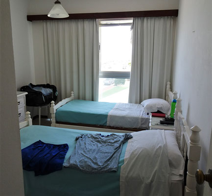 Das Schlafzimmer mit den kleinen Betten.