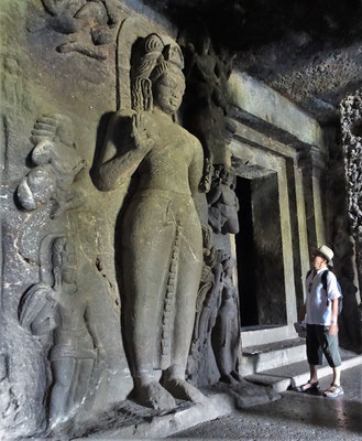 Die Buddhistischen Höhlen...
