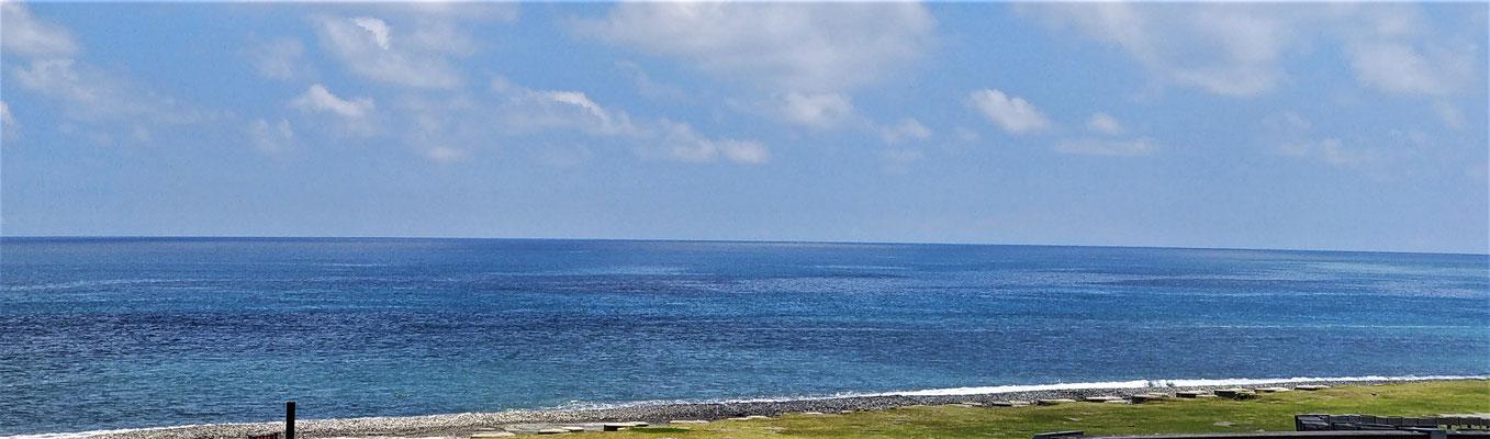 ....mit dem blauem Meer.
