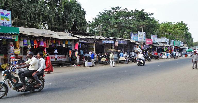 Die Hotelumgebung mit vielen kleinen Shops