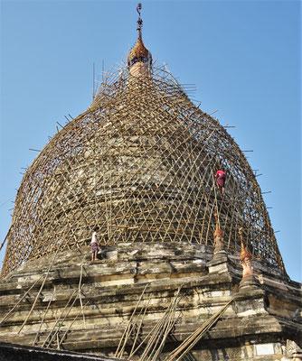 Ein Stupa wird saniert und......