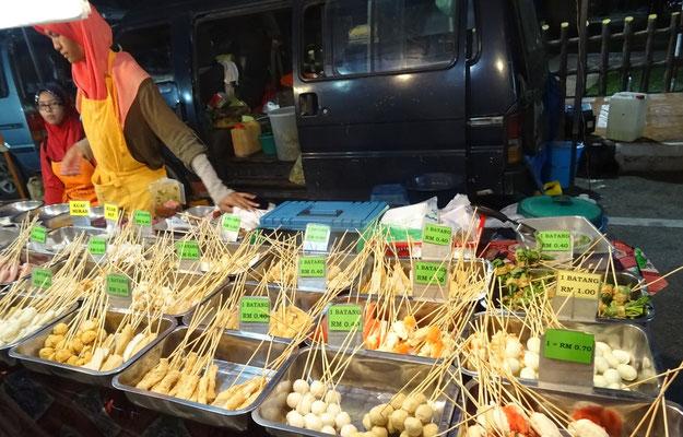 Besuch des Nachtmarktes in Cutchai