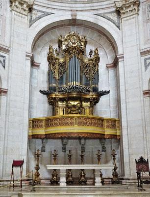 Die mächtige Orgel.