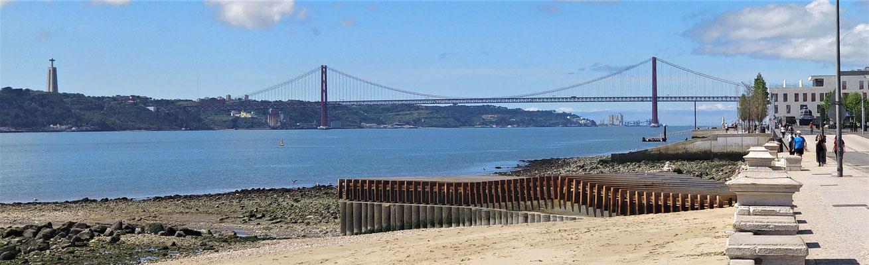 Der Blick zur Hängebrücke Ponte 25 April.
