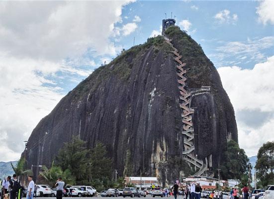 Der Granit Monolith in Guatape.....