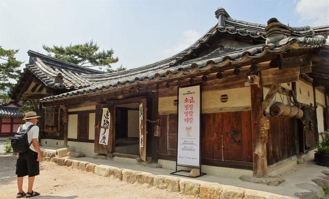 ....einem traditionellen Gebäude.