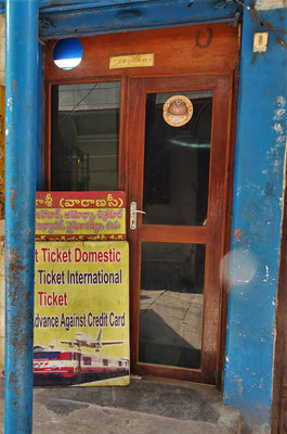 Unser Mini Reisebüro für die Flugticket nach Agra.