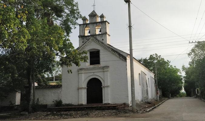 Die kleine Kirche am Hauptplatz.....
