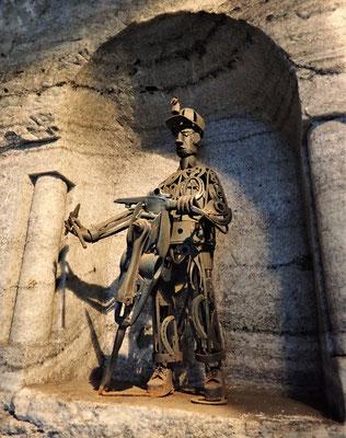 Ein küstlerischer Minenarbeiter aus Stahl.