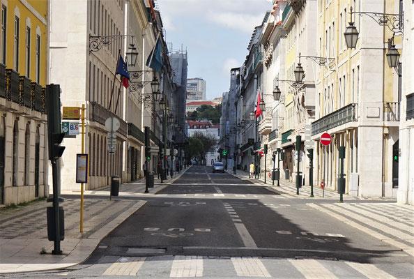 Die leere Hauptstrasse.....