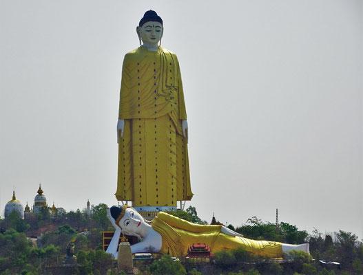 Der 120m hohe stehende Buddha....