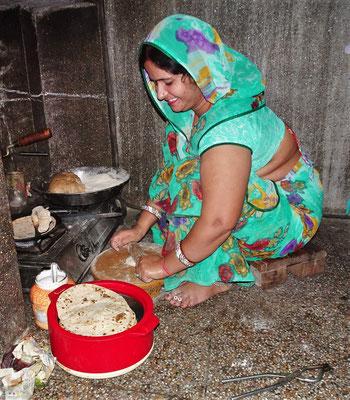 ...bei der Zubereitung von Chapati...