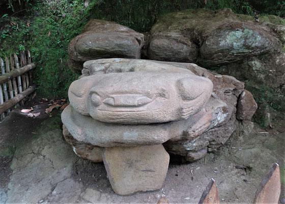 Eine Froschskulptur.....