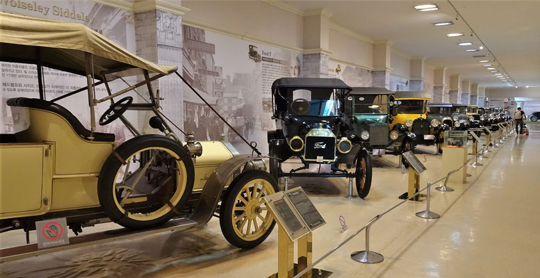 Besuch beim Automobilmuseum.