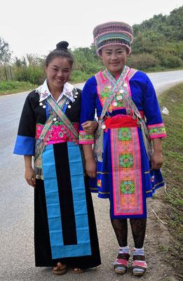 Hmong Mädchen in der Sonntagstracht.