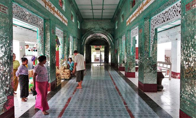 Der Zugang zum Stupa.
